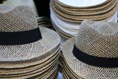 Brogujący lato kapeluszu rzędy Zdjęcia Royalty Free