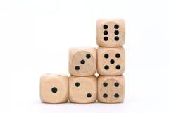 Brogujący drewniani kostka do gry Zdjęcia Royalty Free
