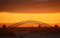 brohamnsolnedgång sydney Arkivbilder