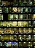 Bürohausfenster   Lizenzfreie Stockfotografie