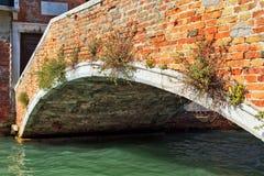 brokanal över venetian Royaltyfria Foton