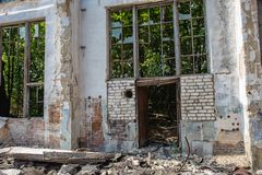Broken building wall ruins after earthquake disaster, catastrophe concept stock photography