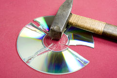 Broken cd Arkivfoto