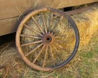 broken centrerat hjul för liggandediligenssikt Royaltyfri Foto