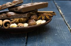 Broken chocolate bar and spices. royalty free stock photo