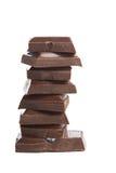 broken choklad isolerade stycken royaltyfri foto