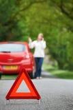 broken för land för chaufförkvinnlig ner väg royaltyfria bilder