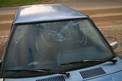 broken förse med rutor fönstret Arkivfoton