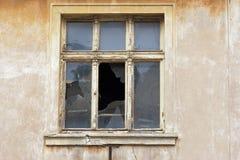broken gammalt fönster Royaltyfria Bilder