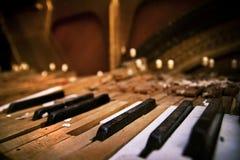 broken gammalt piano Royaltyfri Fotografi