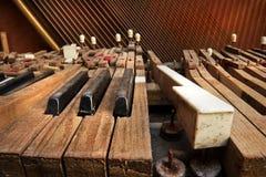 broken gammalt piano Arkivbild
