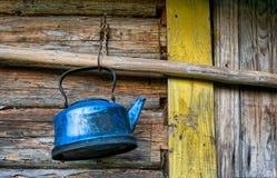 broken kettle förlorat gammalt arkivbild