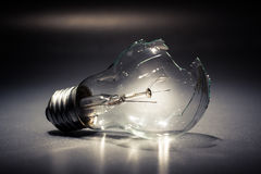 Broken light bulb Royalty Free Stock Photos
