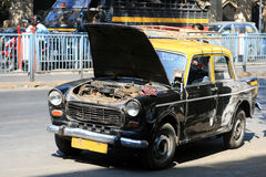Broken Mumbai Taxi. A cab in Mumbai with the hood open because it does not work anymore Royalty Free Stock Images