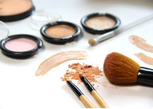 Free Broken Powder, Foundation And Brushes Stock Images - 43935174
