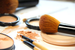 Free Broken Powder, Foundation And Brushes Royalty Free Stock Photos - 43935218