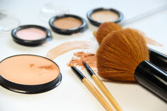 Free Broken Powder, Foundation And Brushes Stock Photo - 43935310