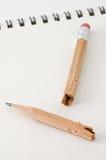 broken tuggad blyertspenna Fotografering för Bildbyråer