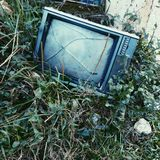 broken tv arkivbilder