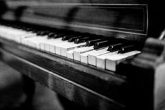 Broken vintage piano, black and white Royalty Free Stock Images