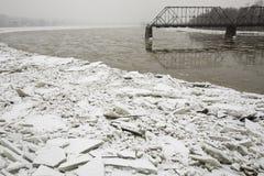 Brokken van ijs op Susquehanna-Rivier Stock Foto's