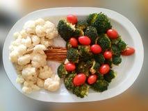 Brokkoli, Blumenkohl und Tomate lizenzfreie stockfotografie