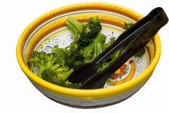 Brokkoli in der bunten Schüssel Lizenzfreie Stockfotos