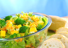 Brokkoli-Mangofrucht-Karotte-Kopfsalat Salat Lizenzfreie Stockfotos