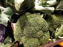 brokkoli Natürliches Gemüse, natürliche Vitamine Ein lebendes Fragment von einem Obst- und Gemüse Speicher stockfotos
