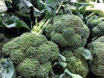 brokkoli Natürliches Gemüse, natürliche Vitamine Ein lebendes Fragment von einem Obst- und Gemüse Speicher lizenzfreies stockfoto