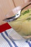 _Brokkoli poner crema sopa Fotografía de archivo libre de regalías
