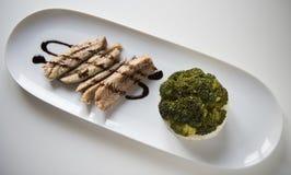 Brokkoli und Makrele Stockfoto