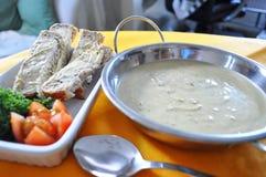 Brokkoli und Stilton-Suppe lizenzfreie stockfotos