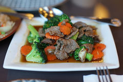 Brokkolirindfleisch in der Austernsoße Lizenzfreie Stockfotos