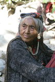 Brokpa/Drokpa äldre kvinna i Dha, Indien Arkivbild