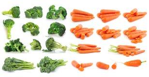 Brokuły i marchewka odizolowywający na bielu fotografia stock