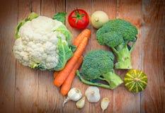 Brokuły, kalafior - organicznie warzywa Fotografia Stock