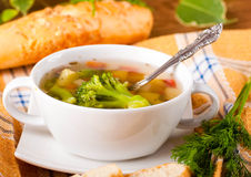 Brokuły polewka i marchewki, chleb z koperem obrazy stock