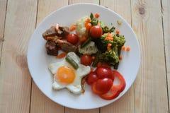 Brokuły z wołowiny przyrzeczeniem dobre zdrowie obraz stock