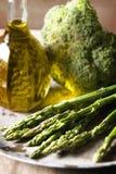 Brokuły, asparagus i oliwa z oliwek, fotografia royalty free