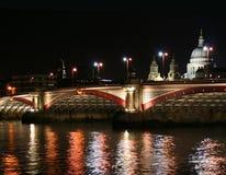 brolondon natt royaltyfria bilder