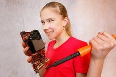 Broma-histeria de un reparador joven del ordenador fotografía de archivo