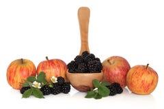 Brombeere und Apple-Frucht stockbilder