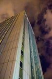 Büromitte in der Nacht Stockbilder