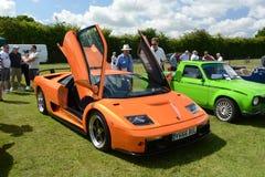 BROMLEY, LONDON/UK - 7-ОЕ ИЮНЯ: ТОРЖЕСТВО BROMLEY ЕХАТЬ НА АВТОМОБИЛЕ Самая большая однодневная классическая выставка автомобиля Стоковая Фотография