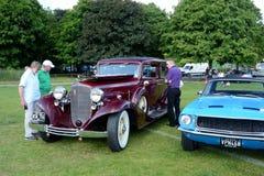BROMLEY, LONDON/UK - 7 de junho REPRESENTAÇÃO HISTÓRICA de BROMLEY de VIAJAR DE AUTOMÓVEL A feira automóvel clássica de um dia a  Imagens de Stock