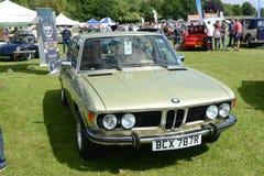 BROMLEY, LONDON/UK - 7 DE JUNHO: REPRESENTAÇÃO HISTÓRICA de BROMLEY de VIAJAR DE AUTOMÓVEL A feira automóvel clássica de um dia a Imagem de Stock