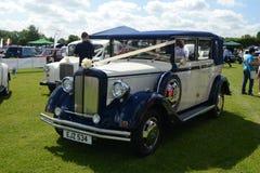 BROMLEY, LONDON/UK - 7 DE JUNHO: REPRESENTAÇÃO HISTÓRICA de BROMLEY de VIAJAR DE AUTOMÓVEL A feira automóvel clássica de um dia a Imagem de Stock Royalty Free