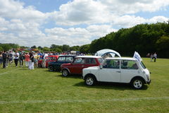 BROMLEY, LONDON/UK - 7 DE JUNHO: REPRESENTAÇÃO HISTÓRICA de BROMLEY de VIAJAR DE AUTOMÓVEL A feira automóvel clássica de um dia a Fotos de Stock Royalty Free