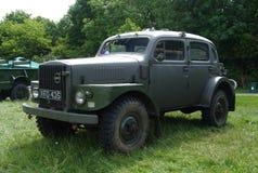 BROMLEY, LONDON/UK - 7 DE JUNHO: REPRESENTAÇÃO HISTÓRICA de BROMLEY de VIAJAR DE AUTOMÓVEL A feira automóvel clássica de um dia a imagens de stock
